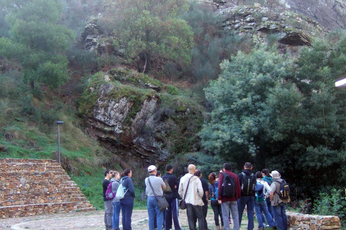 Observação da geologia do Canhão da Senhora do Salto