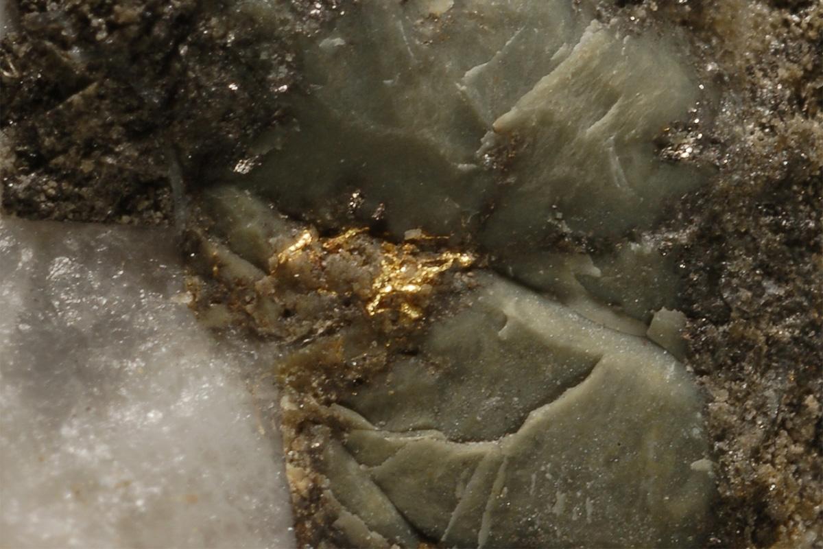 Mineralização aurífera